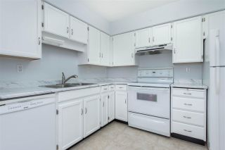 """Photo 4: 318 31955 W OLD YALE Road in Abbotsford: Abbotsford West Condo for sale in """"Evergreen Village"""" : MLS®# R2592648"""