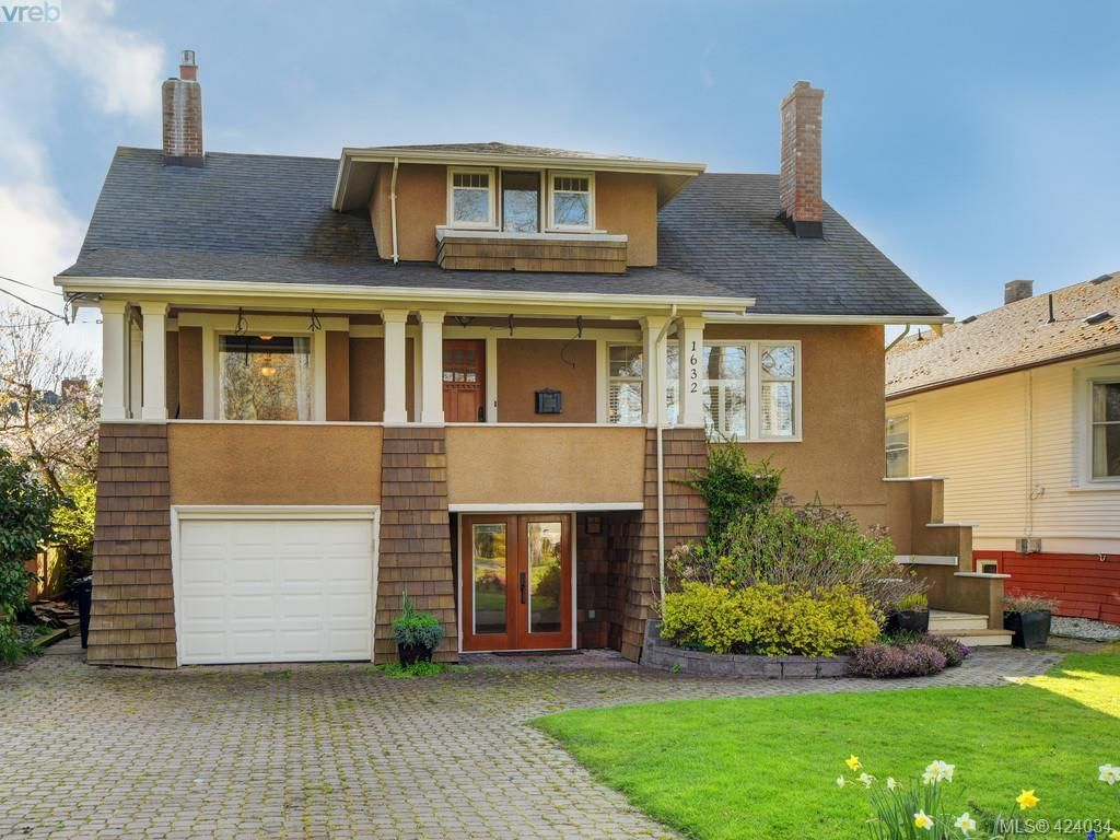 Main Photo: 1632 Hollywood Cres in VICTORIA: Vi Fairfield East House for sale (Victoria)  : MLS®# 837453