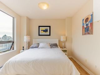 """Photo 6: 2403 1189 HOWE Street in Vancouver: Downtown VW Condo for sale in """"The Genesis"""" (Vancouver West)  : MLS®# R2592204"""