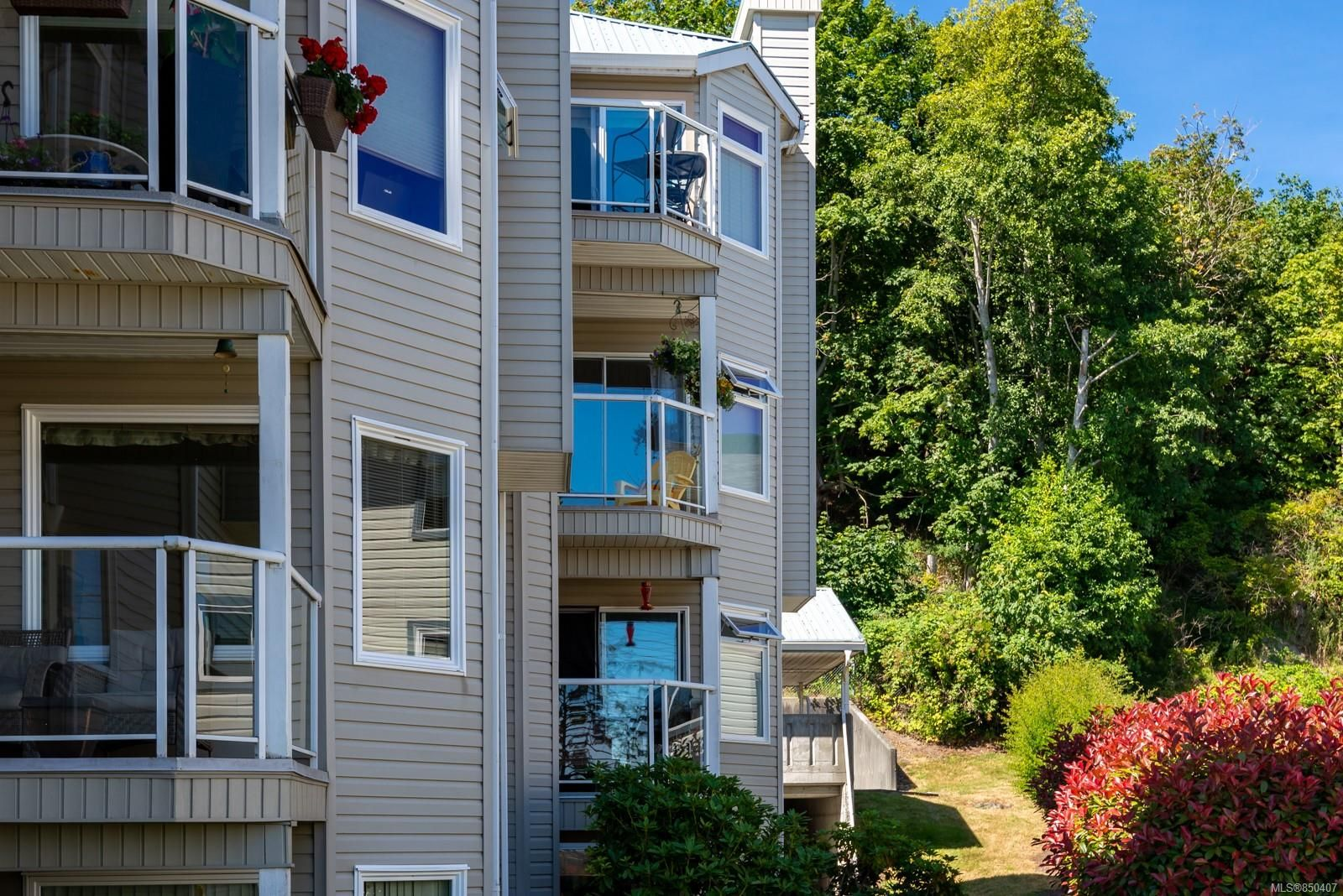 Main Photo: 301A 650 S Island Hwy in : CR Campbell River Central Condo for sale (Campbell River)  : MLS®# 850407