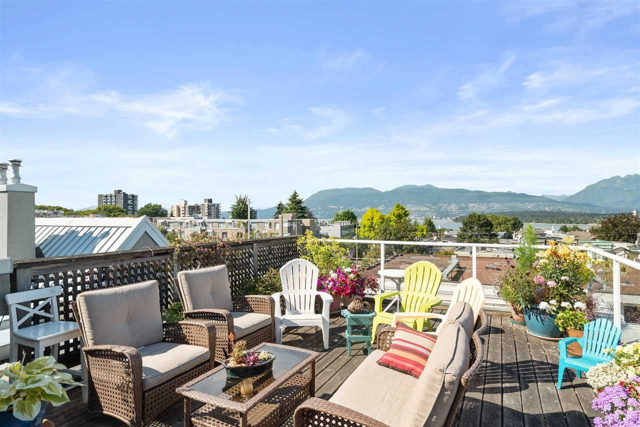 "Main Photo: 305 2195 W 5TH Avenue in Vancouver: Kitsilano Condo for sale in ""THE HEARTHSTONE"" (Vancouver West)  : MLS®# R2489507"