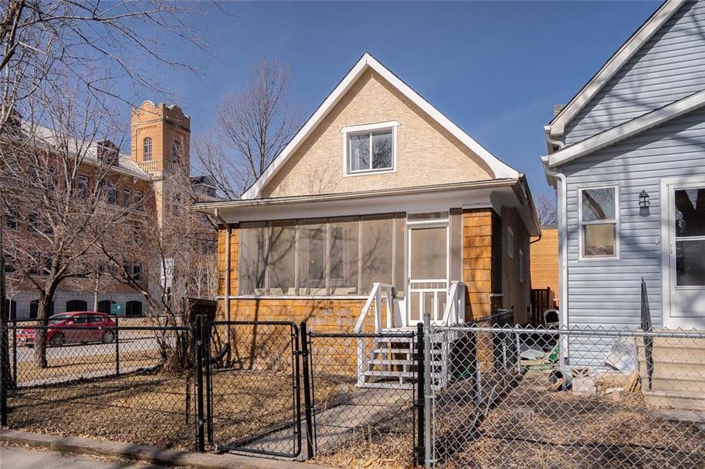 Main Photo: 679 Garwood Avenue in Winnipeg: Osborne Village Residential for sale (1B)  : MLS®# 202106168