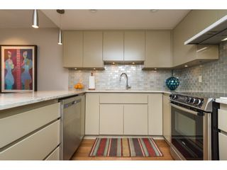 """Photo 7: 407 15111 RUSSELL Avenue: White Rock Condo for sale in """"PACIFIC TERRACE"""" (South Surrey White Rock)  : MLS®# R2181826"""