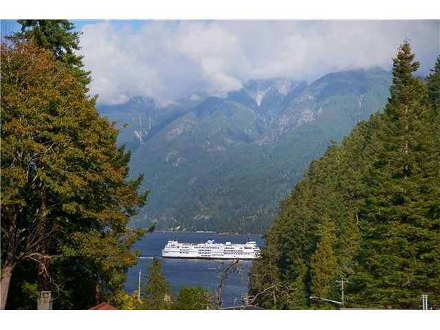 Main Photo: 6830 HYCROFT RD in West Vancouver: Whytecliff House for sale : MLS®# V971359