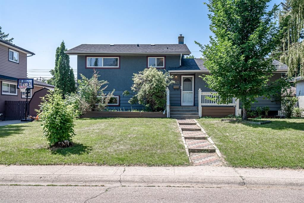 Main Photo: 217 Westminster Drive SW in Calgary: Westgate Detached for sale : MLS®# A1128957