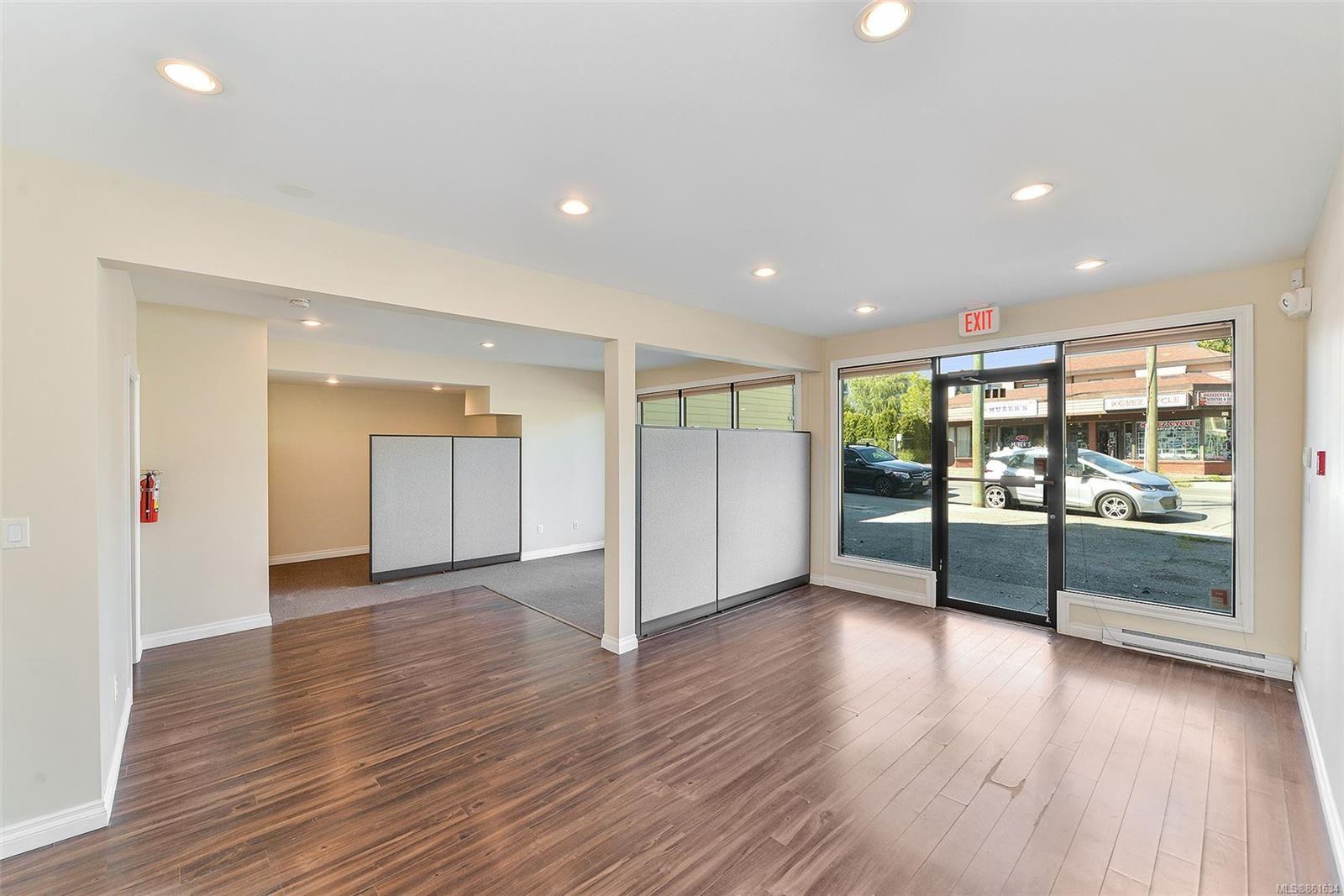 Main Photo: 367 E Burnside Rd in Victoria: Vi Burnside Quadruplex for sale : MLS®# 861634