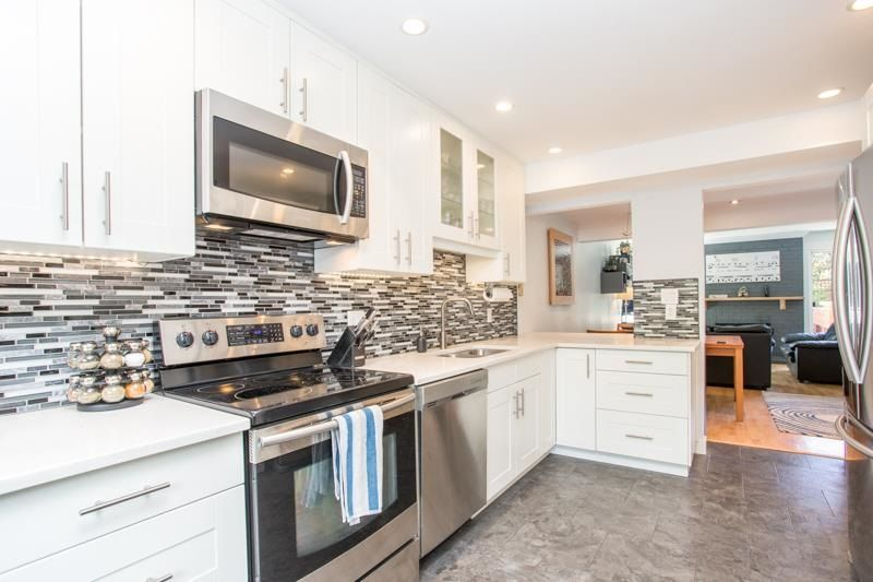 """Main Photo: 802 555 W 28TH Street in North Vancouver: Upper Lonsdale Townhouse for sale in """"CEDARBROOKE VILLAGE"""" : MLS®# R2579091"""
