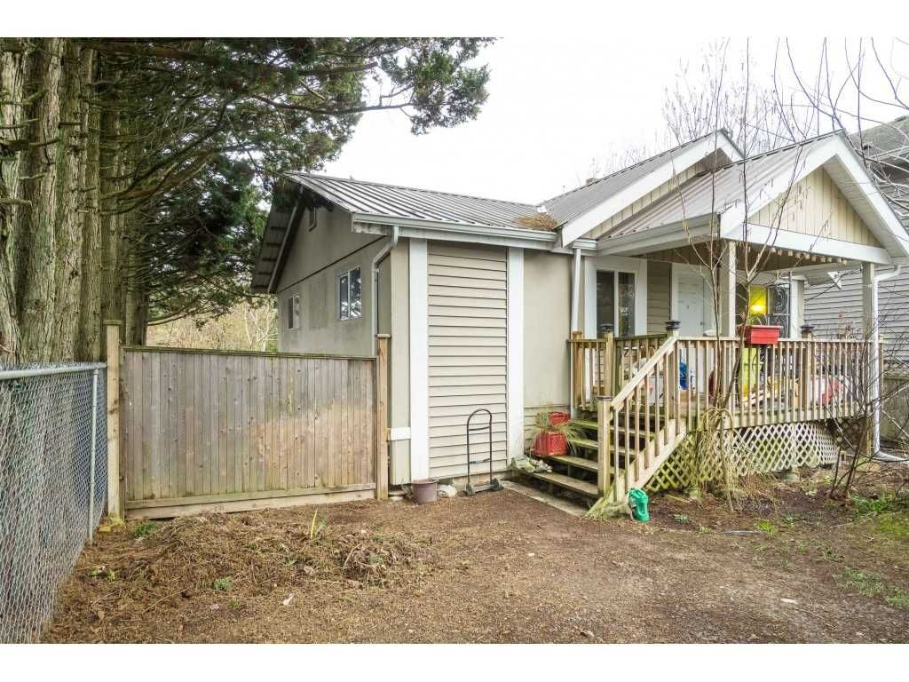 Main Photo: 9460 COOTE Street in Chilliwack: Chilliwack E Young-Yale House for sale : MLS®# R2445036