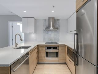 """Photo 4: 221 1783 MANITOBA Street in Vancouver: False Creek Condo for sale in """"Residences at West"""" (Vancouver West)  : MLS®# R2055907"""