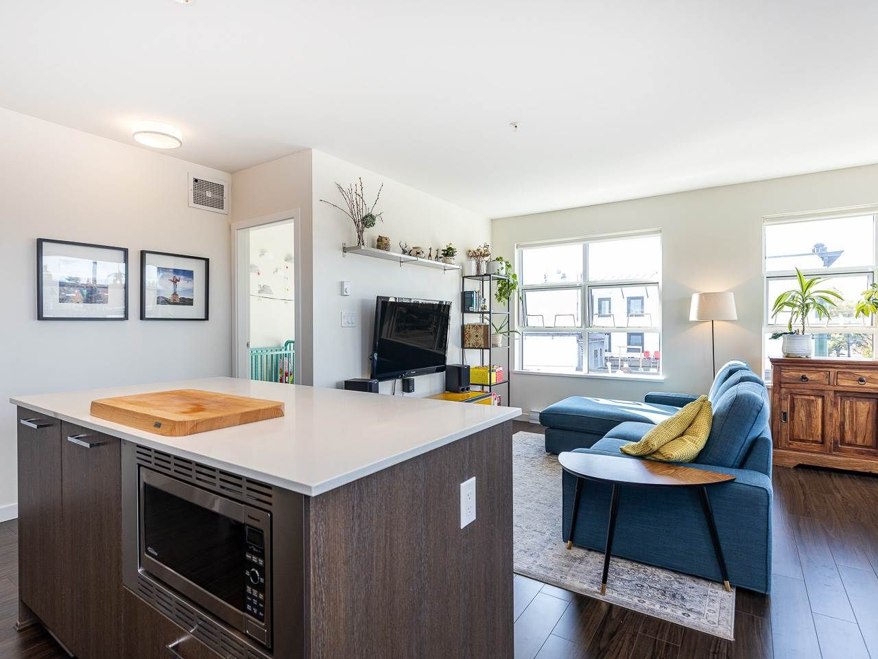 Photo 7: Photos: 306 202 E 24TH AVENUE in Vancouver: Main Condo for sale (Vancouver East)  : MLS®# R2406713