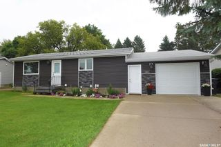Photo 1: 1107 Centre Street in Nipawin: Residential for sale : MLS®# SK865816