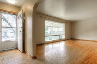 Photo 4: 2526 17 Street NW in Calgary: Capitol Hill Detached for sale : MLS®# A1100233
