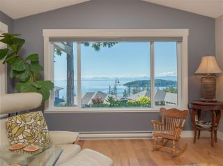 """Photo 1: 5557 PEREGRINE Crescent in Sechelt: Sechelt District House for sale in """"SilverStone Heights"""" (Sunshine Coast)  : MLS®# R2492023"""