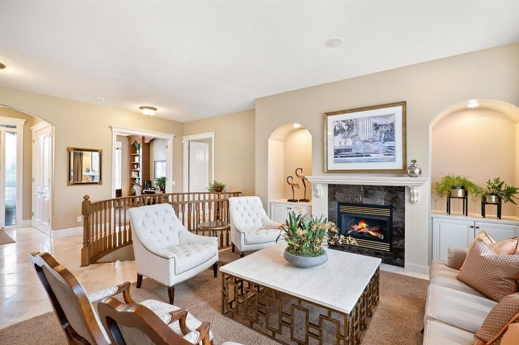 Photo 8: Photos: 15 Lynx Meadows Drive NW: Calgary Detached for sale : MLS®# A1139904