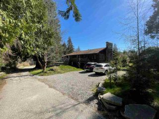 Photo 1: 978 NORTH Road in Gibsons: Gibsons & Area House for sale (Sunshine Coast)  : MLS®# R2566421