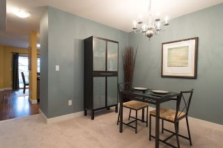 """Photo 5: 24 6555 192A Street in Surrey: Clayton Townhouse for sale in """"THE CARLISLE"""" (Cloverdale)  : MLS®# R2030709"""