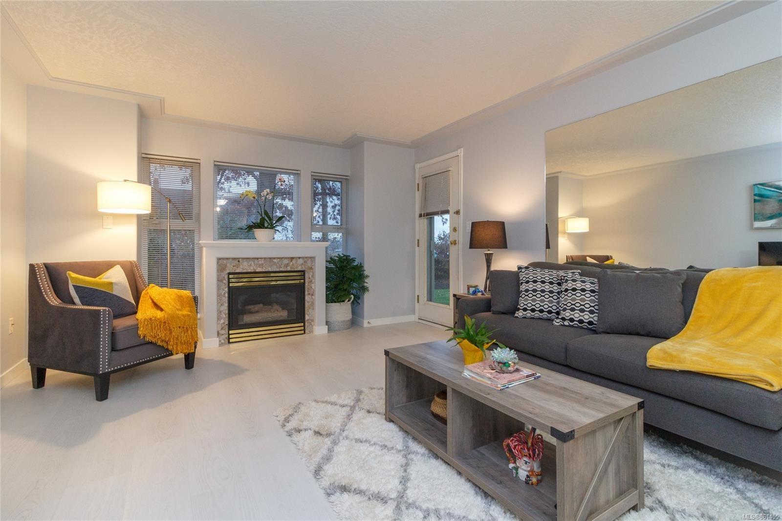 Main Photo: 101 400 Dupplin Rd in : SW Rudd Park Condo for sale (Saanich West)  : MLS®# 861455