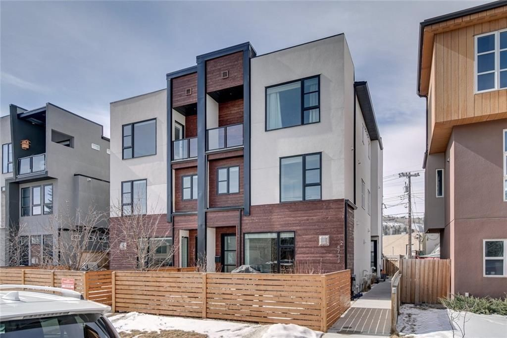Main Photo: 1 4733 17 Avenue NW in Calgary: Montgomery Row/Townhouse for sale : MLS®# C4293342