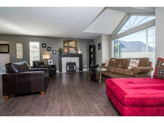 """Photo 4: 6132 185A Street in Surrey: Cloverdale BC House for sale in """"Eagle Crest"""" (Cloverdale)  : MLS®# R2204506"""