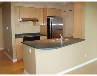 """Photo 3: 2903 1008 CAMBIE Street in Vancouver: Downtown VW Condo for sale in """"WATERWORKS AT MARINA POINT"""" (Vancouver West)  : MLS®# V744901"""