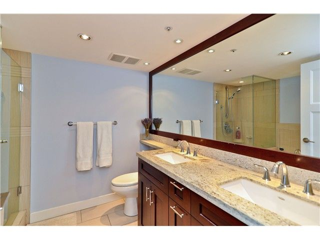 """Photo 4: Photos: 210 19131 FORD Road in Pitt Meadows: Central Meadows Condo for sale in """"WOODFORD MANOR"""" : MLS®# V996523"""