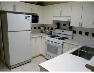"""Photo 2: 406 688 E 16TH Avenue in Vancouver: Fraser VE Condo for sale in """"VINTAGE EAST"""" (Vancouver East)  : MLS®# V710673"""