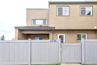 Photo 2: 1776 LAKEWOOD Road S in Edmonton: Zone 29 Townhouse for sale : MLS®# E4262942