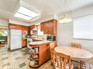 Photo 10: 950 E 17TH AVENUE in Vancouver: Fraser VE House for sale (Vancouver East)  : MLS®# R2601203