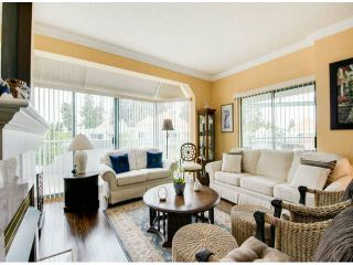"""Photo 3: 404 1785 MARTIN Drive in Surrey: Sunnyside Park Surrey Condo for sale in """"SOUTHWYND"""" (South Surrey White Rock)  : MLS®# F1412611"""