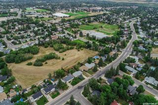 Photo 4: 110 Assiniboine Drive in Saskatoon: River Heights SA Residential for sale : MLS®# SK866495