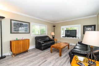 """Photo 4: 28 3942 COLUMBIA VALLEY Road: Cultus Lake Manufactured Home for sale in """"Cultus Lake Village"""" : MLS®# R2589511"""