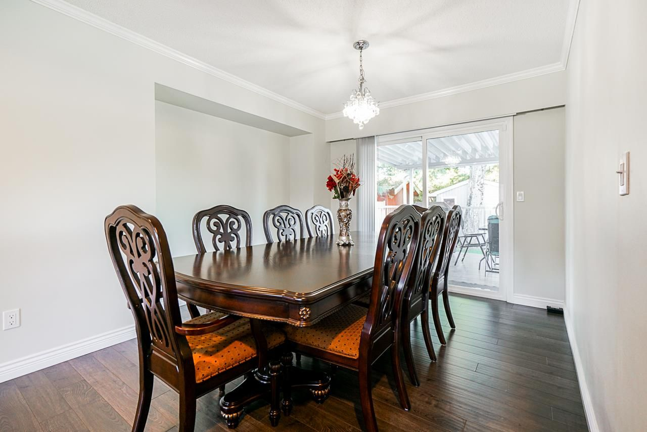 Photo 6: Photos: 12860 CARLUKE Crescent in Surrey: Queen Mary Park Surrey House for sale : MLS®# R2516199