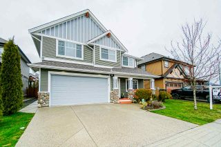 Photo 1: 32633 EGGLESTONE Avenue in Mission: Mission BC House for sale : MLS®# R2557371