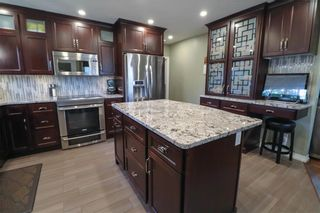 Photo 3: 160 Macaulay Crescent in Winnipeg: Residential for sale (3F)  : MLS®# 202023378