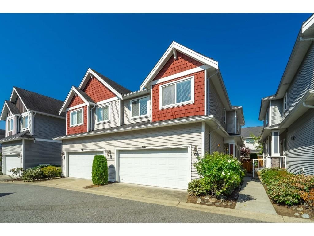 """Main Photo: 15 19977 71 Avenue in Langley: Willoughby Heights Townhouse for sale in """"SANDHILL VILLAGE"""" : MLS®# R2601914"""