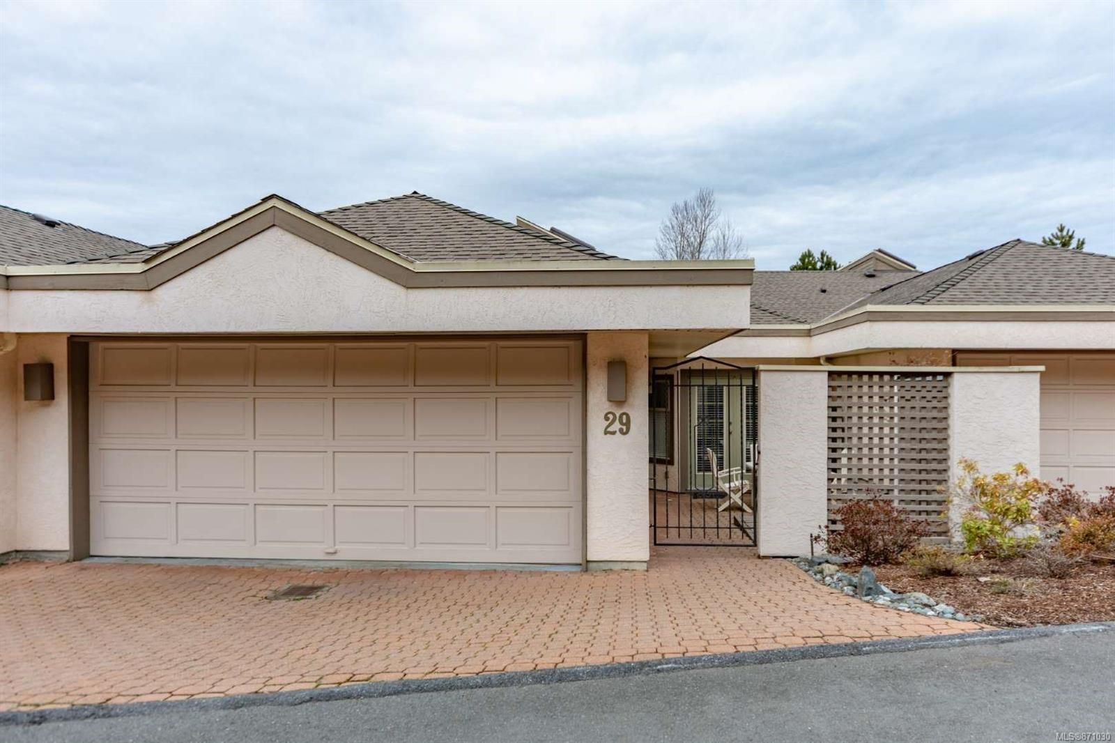 Main Photo: 29 4318 Emily Carr Dr in : SE Broadmead Row/Townhouse for sale (Saanich East)  : MLS®# 871030