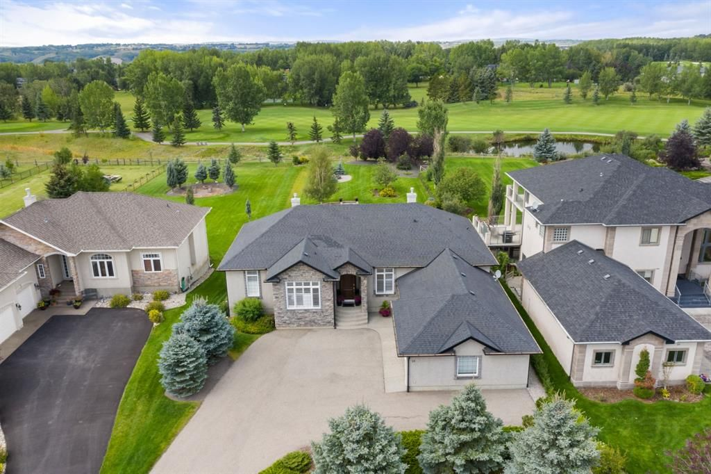 Main Photo: 15 Lynx Meadows Drive NW: Calgary Detached for sale : MLS®# A1139904
