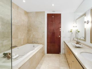 """Photo 17: 4703 938 NELSON Street in Vancouver: Downtown VW Condo for sale in """"One Wall Centre"""" (Vancouver West)  : MLS®# R2155390"""