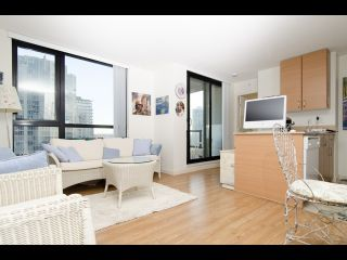 Photo 4: 1407 977 MAINLAND STREET in : Yaletown Condo for sale (Vancouver West)  : MLS®# R2132152