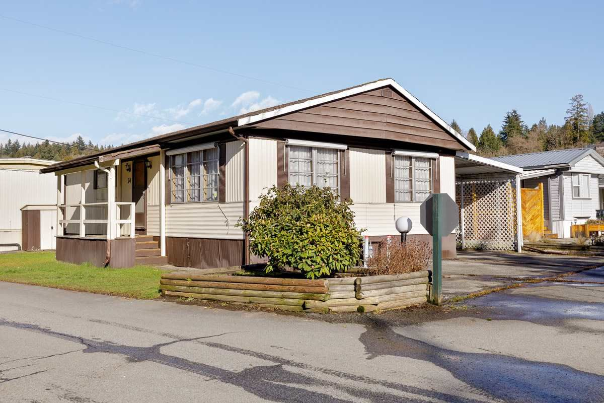 "Main Photo: 74 201 CAYER Street in Coquitlam: Maillardville Manufactured Home for sale in ""WILDWOOD PARK"" : MLS®# R2542534"