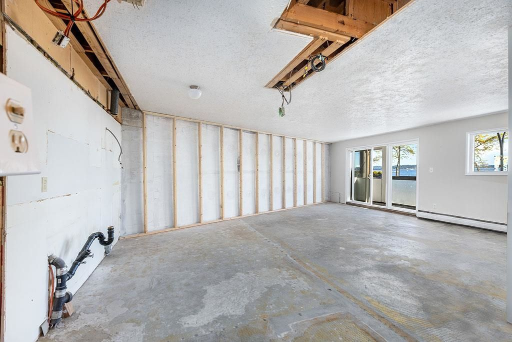 """Photo 28: Photos: 111 14881 MARINE Drive: White Rock Condo for sale in """"DRIFTWOOD ARMS"""" (South Surrey White Rock)  : MLS®# R2595780"""