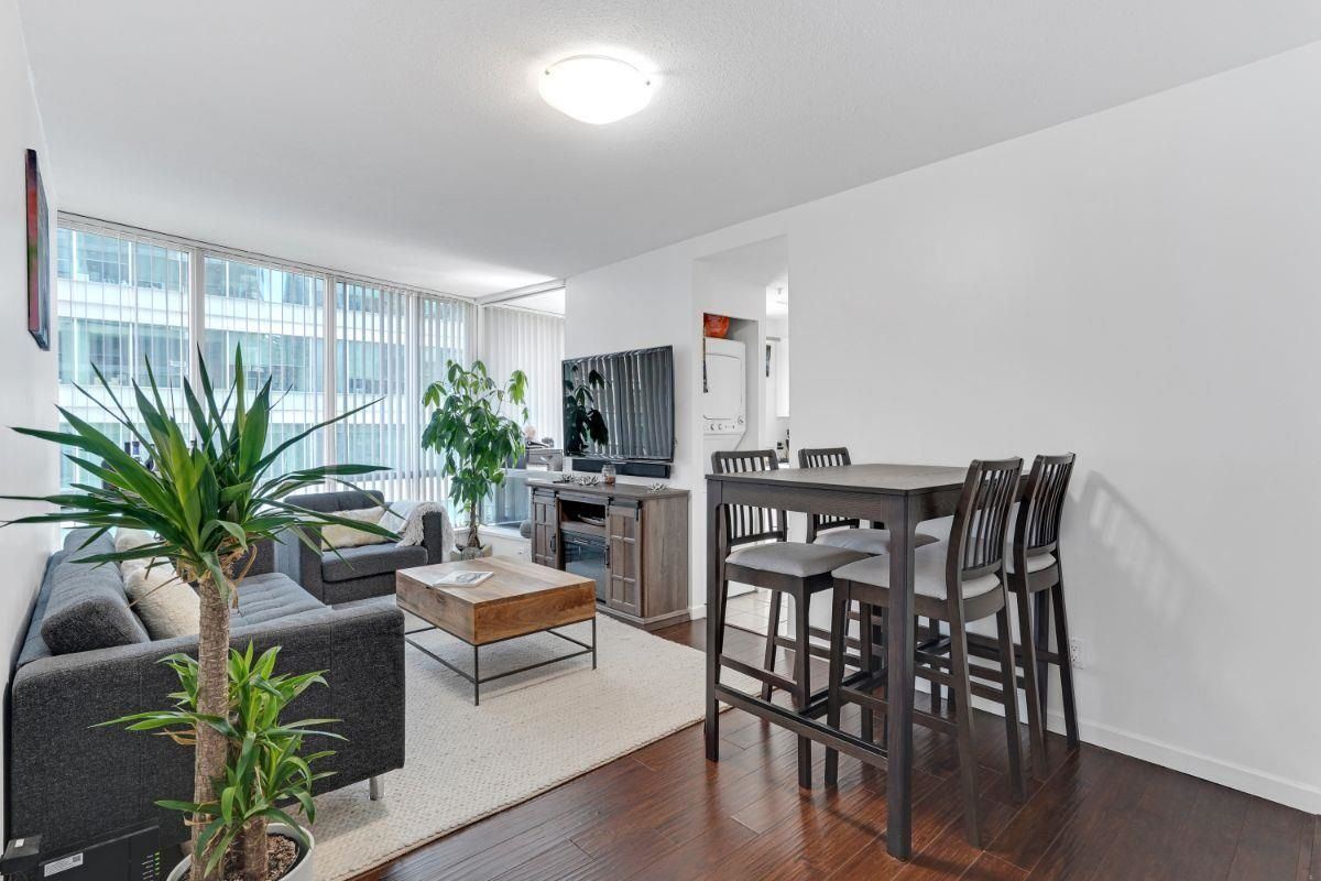 """Main Photo: 1508 1166 MELVILLE Street in Vancouver: Coal Harbour Condo for sale in """"ORCA"""" (Vancouver West)  : MLS®# R2603141"""