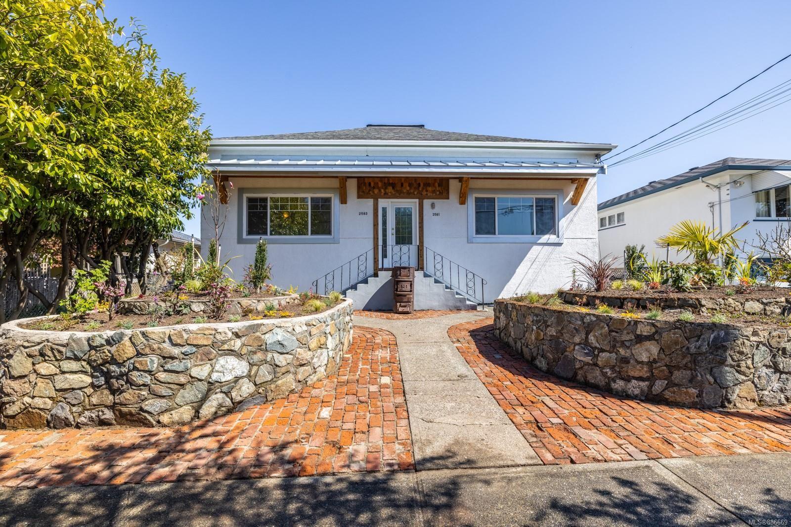 Main Photo: 2581 & 2583 Vancouver St in Victoria: Vi Hillside Full Duplex for sale : MLS®# 886669