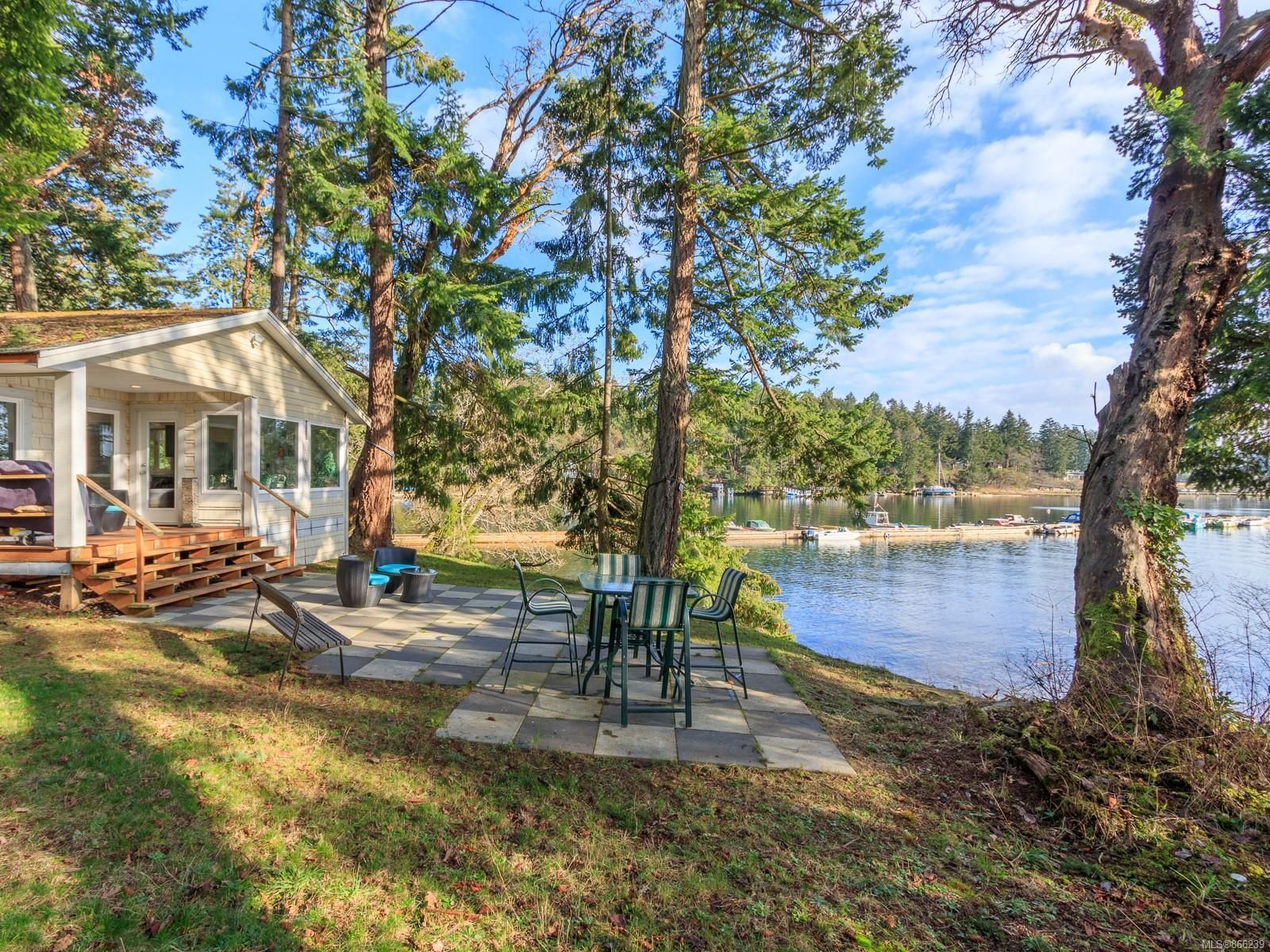 Main Photo: 7 Pirates Lane in : Isl Protection Island House for sale (Islands)  : MLS®# 866239