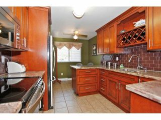 """Photo 7: 2 9988 149TH Street in Surrey: Guildford Townhouse for sale in """"Tall Timbers"""" (North Surrey)  : MLS®# F1426430"""