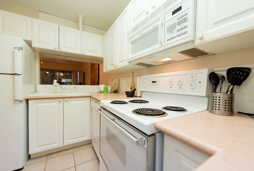 """Photo 17: Photos: 109 5788 VINE Street in Vancouver: Kerrisdale Condo for sale in """"THE VINEYARD"""" (Vancouver West)  : MLS®# V1095219"""