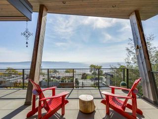 Photo 25: 14608 WEST BEACH Avenue: White Rock House for sale (South Surrey White Rock)  : MLS®# R2535601