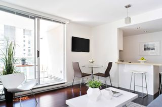 "Photo 3: 407 1500 HOWE Street in Vancouver: Yaletown Condo for sale in ""THE DISCOVERY"" (Vancouver West)  : MLS®# R2467509"