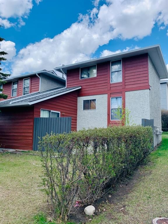 Main Photo: 17 6915 Ranchview Drive NW in Calgary: Ranchlands Row/Townhouse for sale : MLS®# A1110149