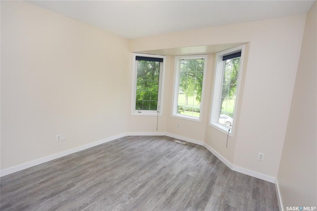 Photo 22: Photos: 131B 113th Street West in Saskatoon: Sutherland Residential for sale : MLS®# SK778904